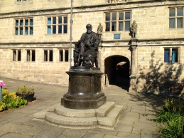 Statue of Charles Darwin.