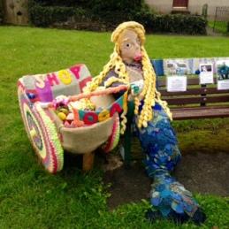 """""""Yarn bombing"""" Llwyngwril."""