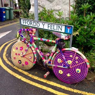 "Street art: ""yarn bombing"" Llwyngwril."