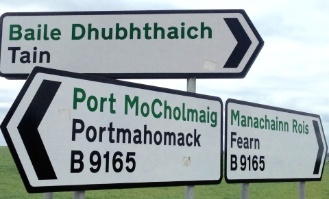 Road signs in English & Gaelic.